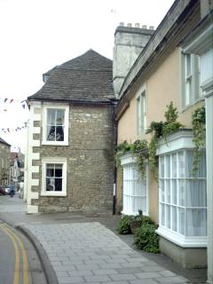 Side view, jutting out into the High Street.